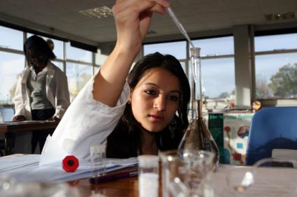 Étudiant en laboratoire